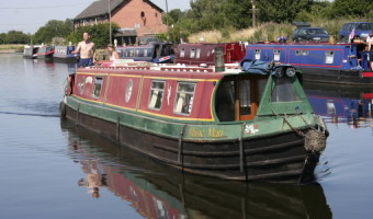 Narrow Boat  by Geoff Spink